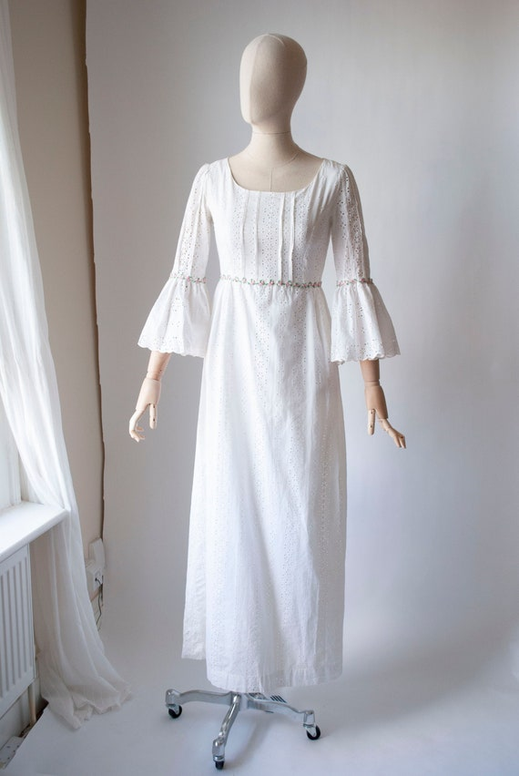 Vintage 1970's Fluted Sleeve Broderie Anglaise Dre