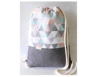 ed7e8eb18abe9 XL Turnbeutel Rucksack Dreiecke pastell grau groß