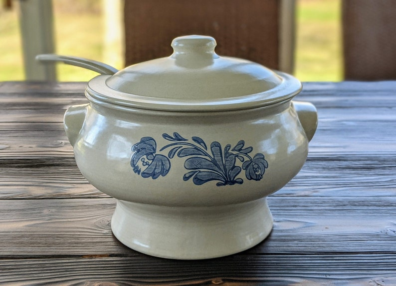 Vintage Pfaltzgraff Yorktowne Covered Soup Tureen with Ladle image 0