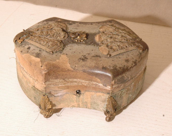 19th wooden jewelry box has renovating rare model