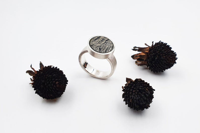 Silver ring with feather pyrith