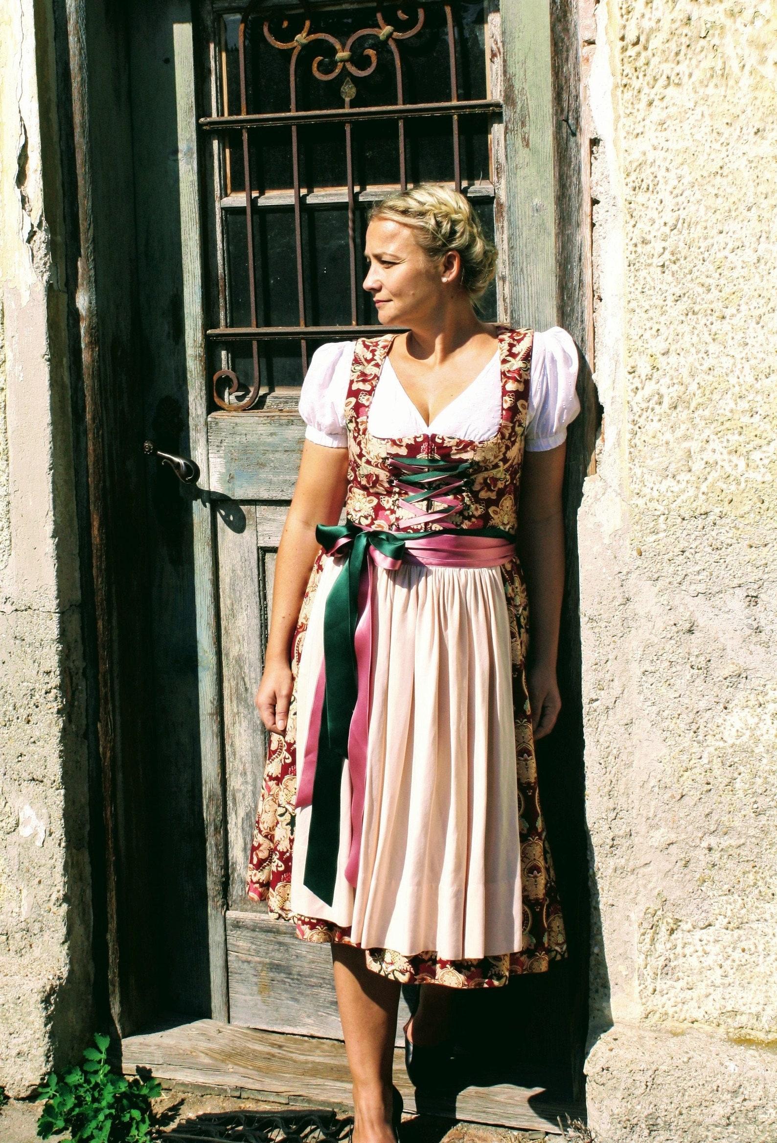 Dirndlschnittmuster Tina für Balkonette-Dirndl (34-48)