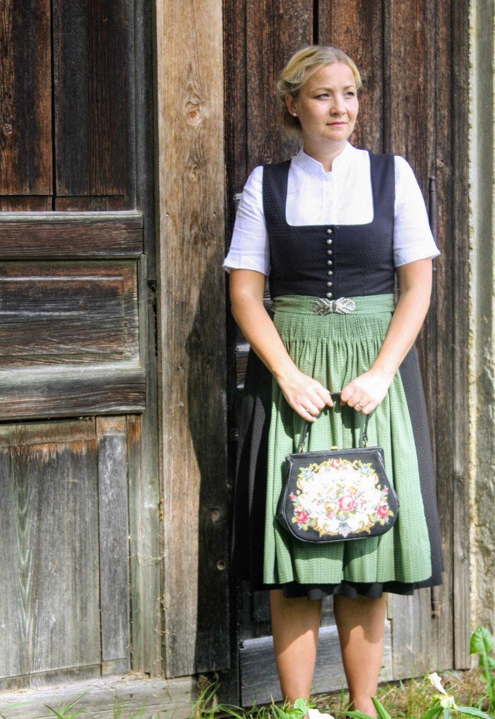 Schnittmuster für Dirndl Conny, Münchner Ausschnitt, geknöpft (34-52)