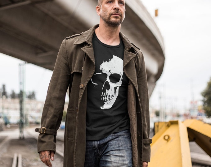 Featured listing image: Men's Skull T-Shirt. Black. Short-Sleeve