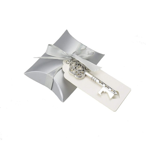 50pcs Vintage Skeleton Key Bottle Openers Wedding Favor Souvenir Gift Set Pillow Candy Box Escort Thank You Tag French Ribbon Antique Silver