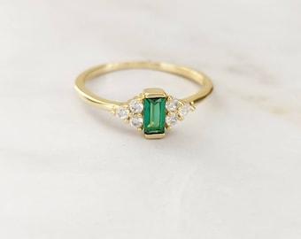 Bague pierre rectangulaire couleur vert émeraude en laiton doré à l'or fin et serti