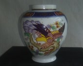 Imari small Japanese porcelain vase or Ginger jar. Beautiful details, bird, Eagle, hawk. Vintage, Japan. Original sticker. Free shipping