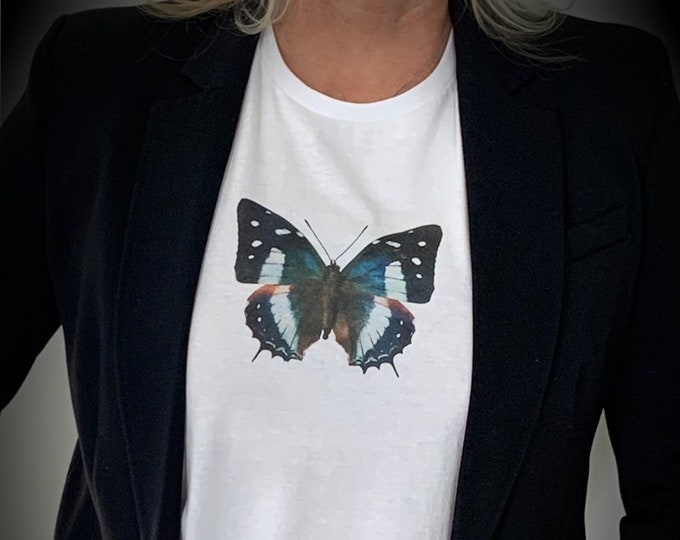 Butterfly T-Shirt, Butterfly Shirt, Butterfly Gift, Butterfly Clothing, Nature T-shirt, Cool T-shirt, Butterfly Lover, Vintage Butterfly