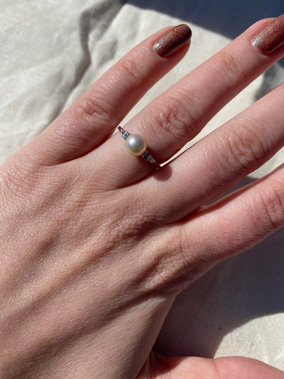 Pearl & White Gold Solitaire Ring - image 3