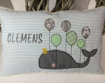 423d92a56d Kissen mit Namen und Wal an Luftballons * hellblau schmale Streifen *  Rückseite aus Baumwoll-Teddyplüsch * ca. 20 x 30 cm