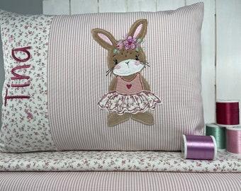 ca. 30 x 40 cm * Kissen * Frühlingshase * Name * rosa gestreift * Reißverschluß * separates Inlet