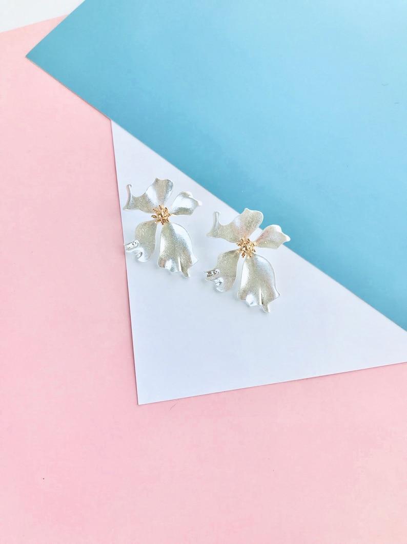 minimalistic earrings. Gold flower earrings bohemian flower earrings statement earrings gold floral earrings flower stud earrings