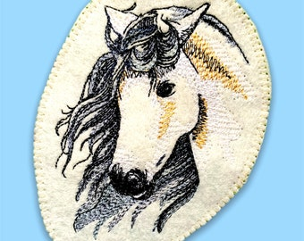 Horse's head romantic (embroidery application)