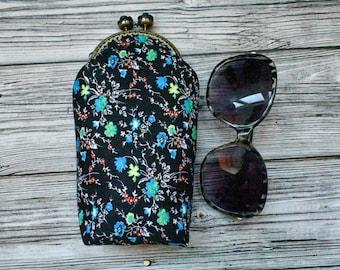 Black Velvet Cross Stitched Floral Design Eye Glass Case Kisslock Closure VTG