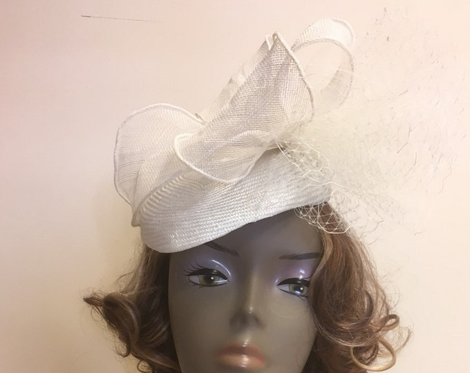 Elegant fascinator white pillbox hat straw bridesmaid wedding sinamay headpiece Royal Ascot headwear bridal accessories
