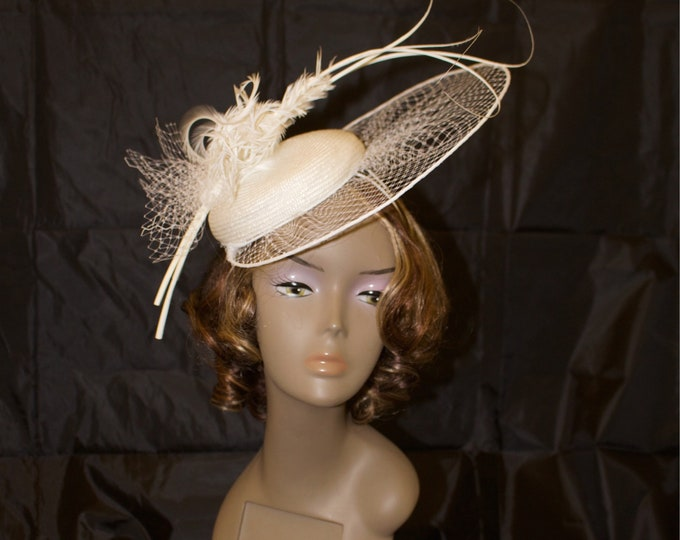 White widow netting percher hatinator straw pillbox fascinator