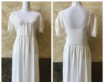Beautiful Vintage Flowing Edwardian Nightgown 2d8697eb0