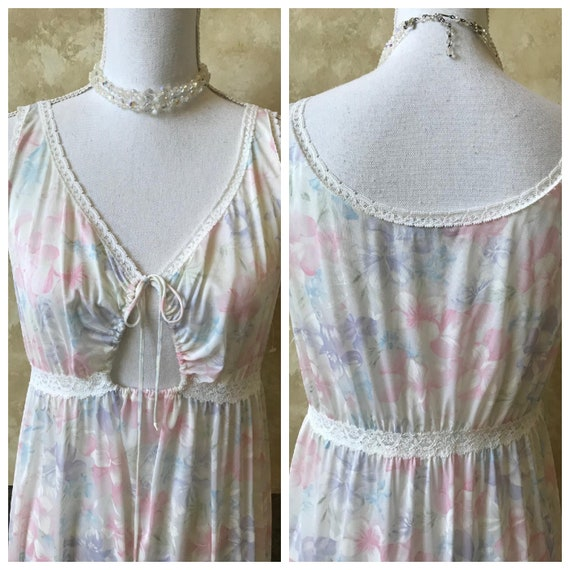 Amazing Vintage Floral Miss Elaine Long Nightgown