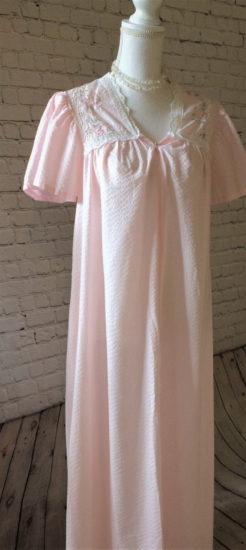 Vintage Light Pink Long Nightgown House Coat  1ff946c91