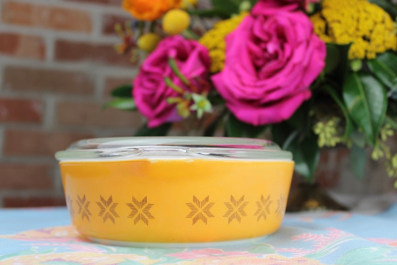 Vintage Pyrex Town /& Country Casserole 471 with Lid Gold and Orange Milk Glass