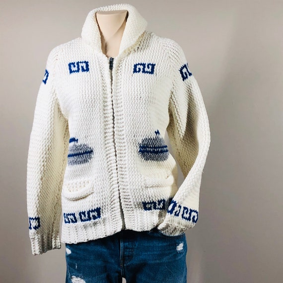 CANADIAN KNIT hand made, curling design, zipper ve