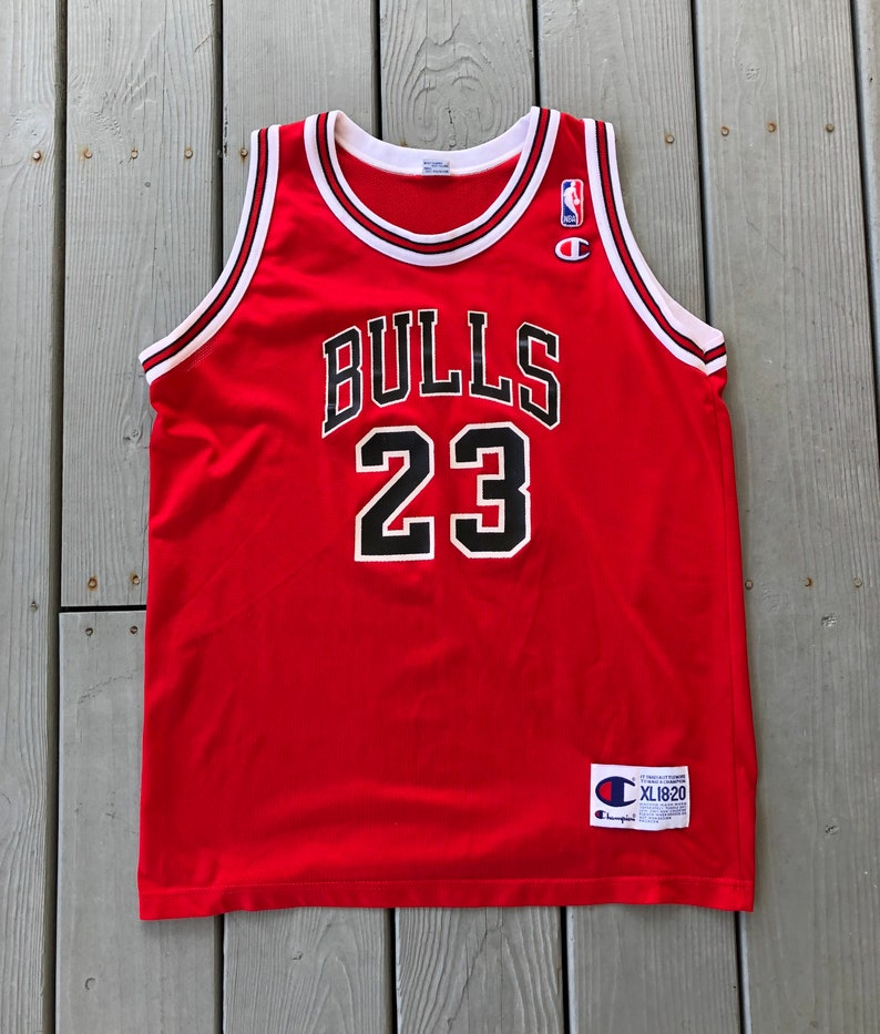 wholesale dealer cc205 f10b8 Vintage 1990s Michael Jordan Chicago Bulls Champion home jersey--red--size  Youth XL 18-20