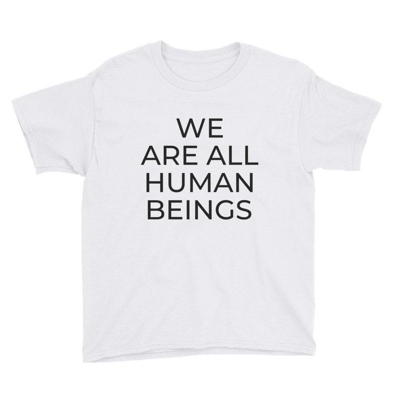 aaa459e865 Kindergrößen sind wir alle Menschen Shirt | Etsy