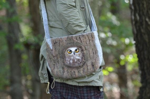 474b50de8973 Felt handbag owl in tree hollow 1   Shoulder bag   Wool