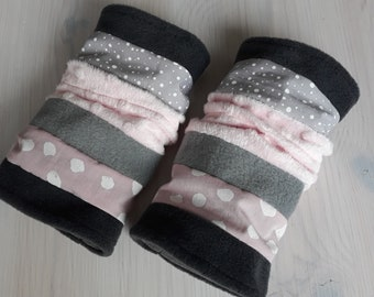 Cuffs. Pulswärmer. Anthracite-Grey-Old Pink. Dots and polka dots