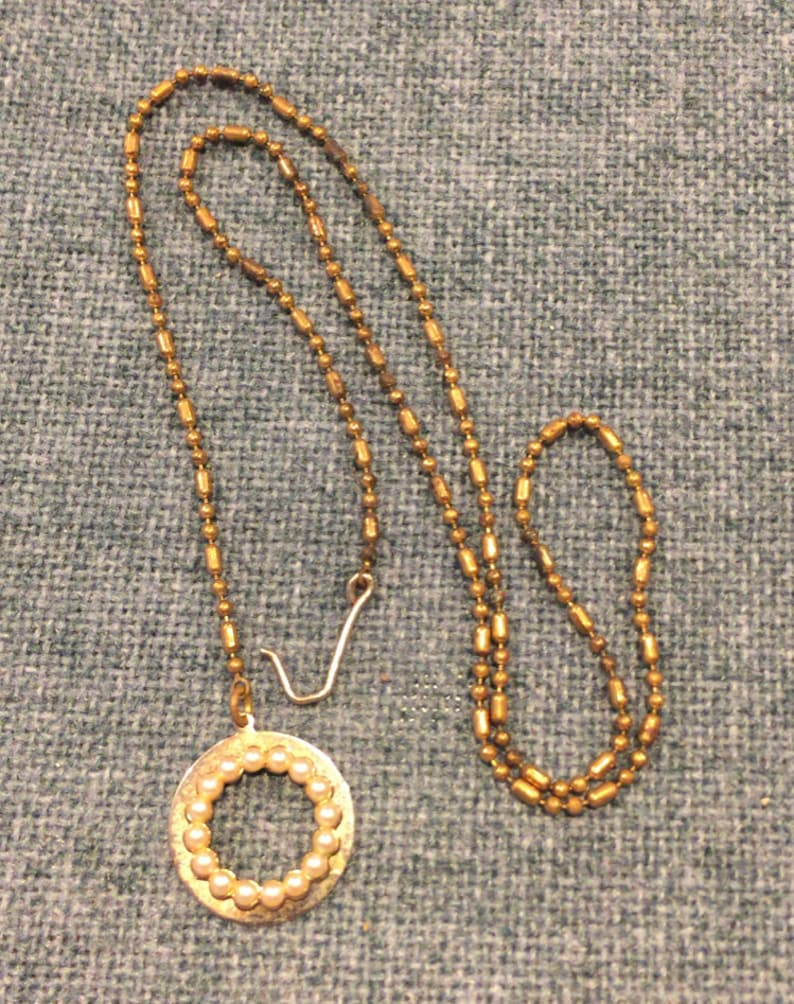 cde739db44b70 Vintage necklace with circle pendant - pearls + gold-tone metal - costume  jewelry