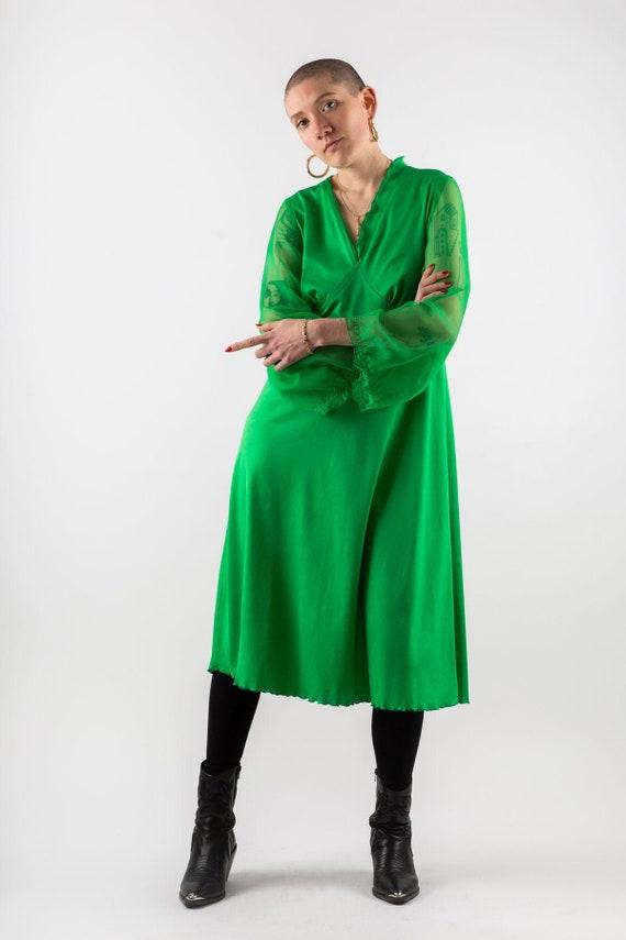 70s Bright EMERALD Green Dress with Scallop Hem an