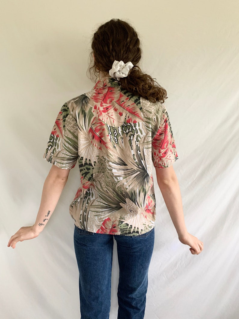 Vintage 80s 1980s Abstract Floral Tropical Palm Plant Black Beige White Green Red Pink Brown Oversized Lightweight Cotton Short Sleeve Butto