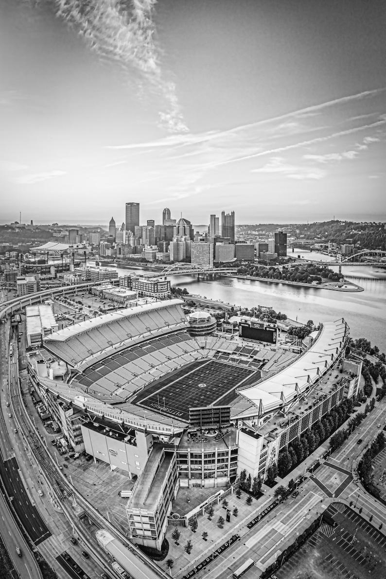 Photo of Heinz Field and Pittsburgh Skyline  Pittsburgh image 0