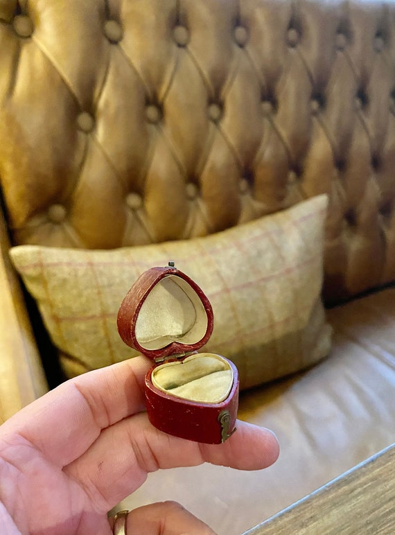 Victorian Antique ring Box. Vintage Heart Shaped R