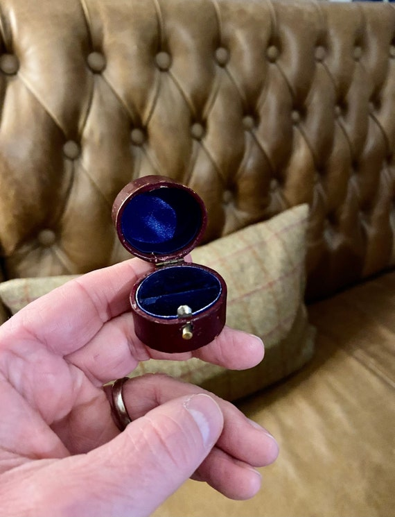 Small Victorian Antique ring Box. Vintage Ring Box