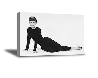 8e8f5cc4a2e046 Audrey Hepburn poster vintage foto. Audrey Hepburn zwart-wit artwork. Audrey  Hepburn mode illustratie. Audrey Hepburn Home decor