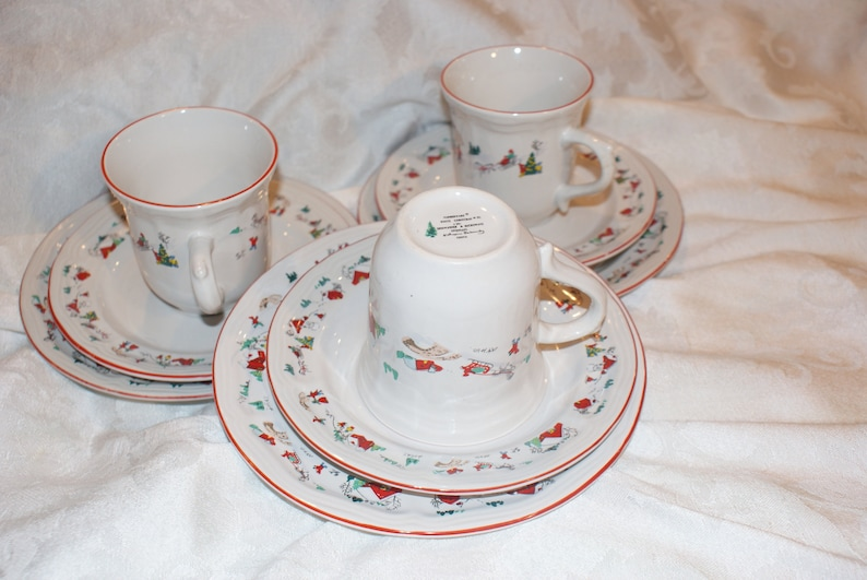 BEAUTIFUL 3 Saucers and 3 salad plates Vintage Farberware White Christmas 95 #391 Set of 3 Cups