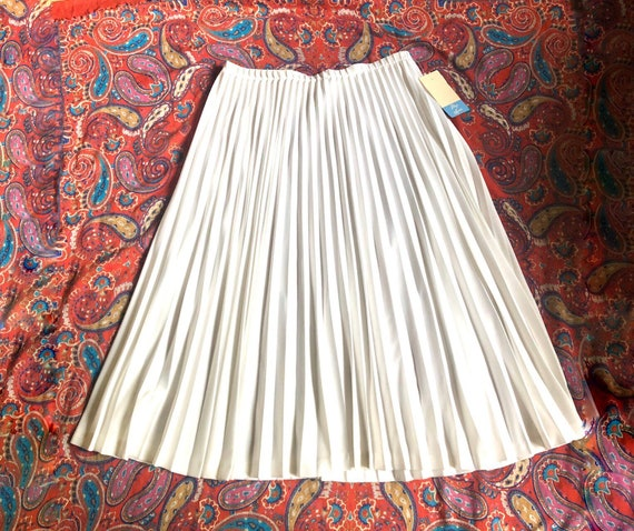 Peachy Tan Country Club White Skirt with Contrast Insert