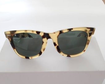 c08467cc57d9 Vintage B&L Ray Ban Wayfarer II 5022 Mock Tortoise 54mn Sunglasses USA