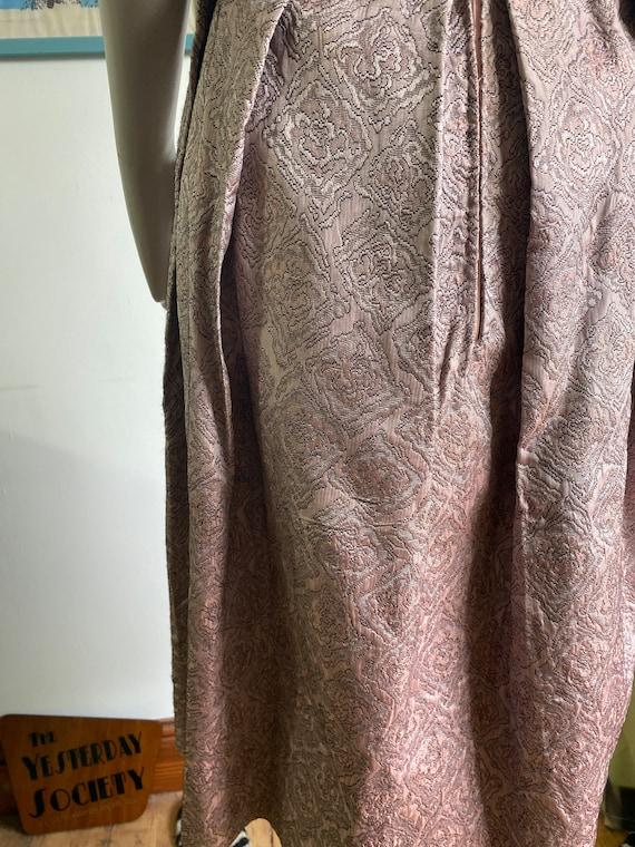 1950s Vintage Dress in light pink brocade fabric - image 8