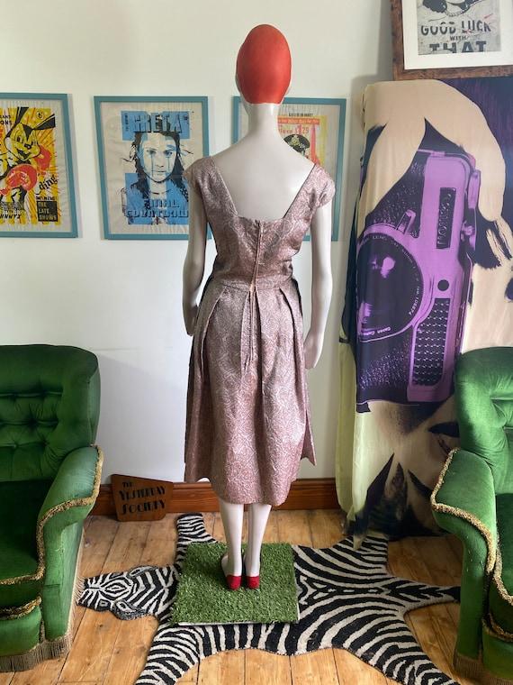 1950s Vintage Dress in light pink brocade fabric - image 6