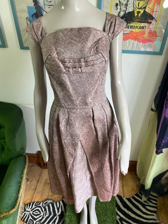 1950s Vintage Dress in light pink brocade fabric - image 2