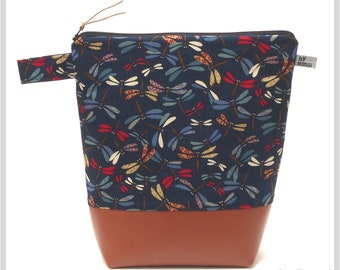 Very large toiletry bag in XXL in Japanese fabric with colorful dragonflies, inside with wax cloth and two inner pockets