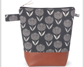 Very large toiletry bag in XXL in Japanese fabric with tulips in anthracite/ grey with wax cloth inside and two inner pockets