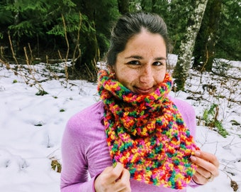 Textured Crocheted Cowl Pattern with Easy Stitches and Bulky Yarn