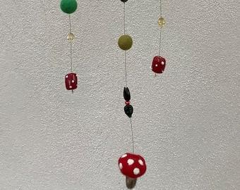 FLIEGENPILZ Mobile WINDSPIEL Glass Beads FELT KUGELN