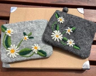 1 felt bag embroidered GÄNSEBLÜMCHEN Daisy FILZTASCHE Felt case .