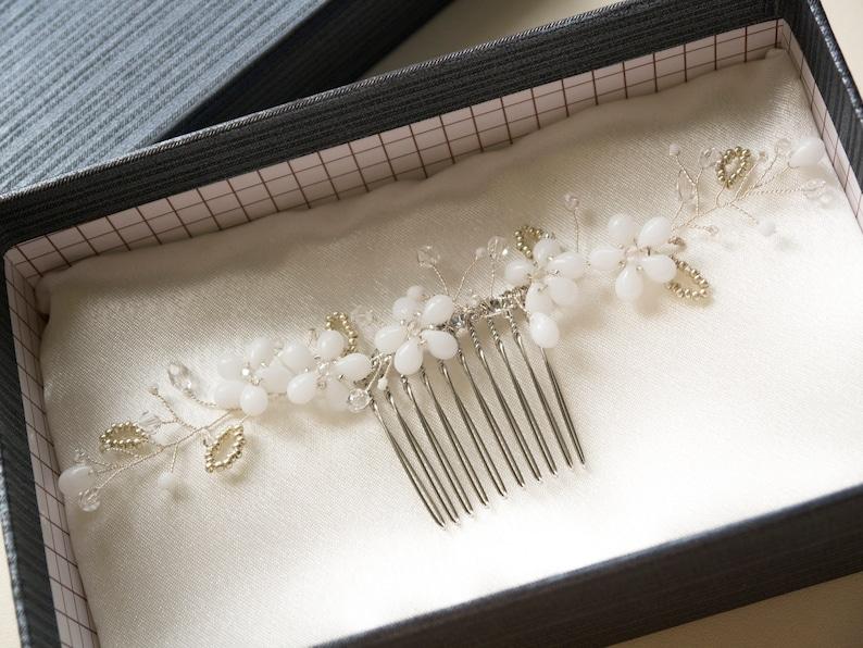 Floral bridal hair comb Bridal Headpiece Vintage Inspired image 0