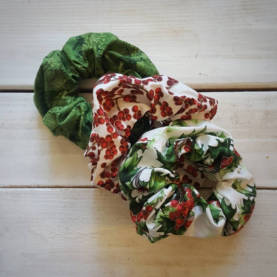 Tiny Holly /& Berries Design Handmade Fabric Hair Scrunchie//6th One Free