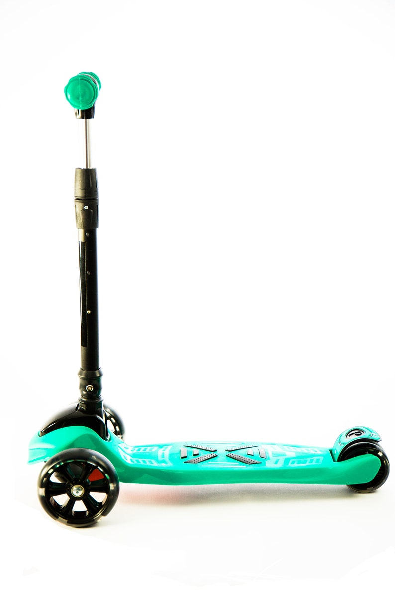 Scooter for children DELUXE from 3 to 14 years high cover balanced in 3 wheels with light and resistant rear brake adjustable in 3 levels